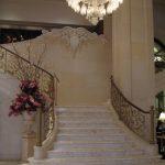 מדרגות, עמוד ועיטור אבן, פלז׳ה, מנהטן