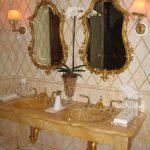 מלון פלז'ה ניו יורק. עבודת פסיפס מיוחדת ומשטחי רחצה מפוסלים.
